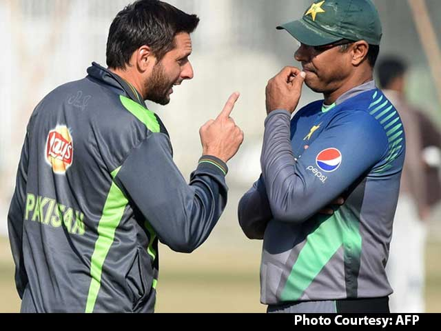 Video : No Controversy in Afridi's 'India Love' Comment: Waqar Younis