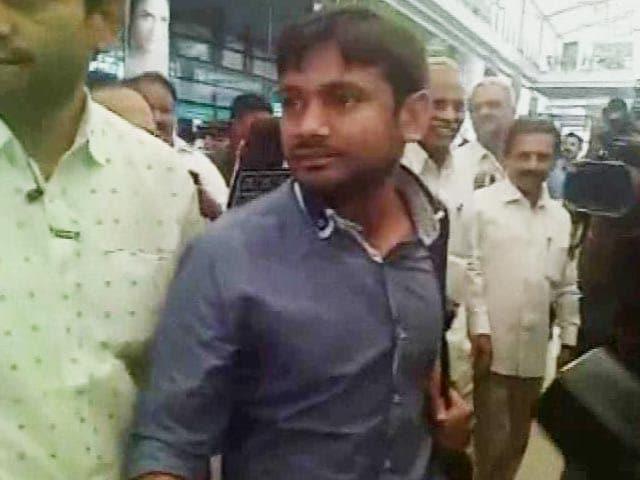 Video : Kanhaiya Kumar Lands In Hyderabad, University Bans His Entry