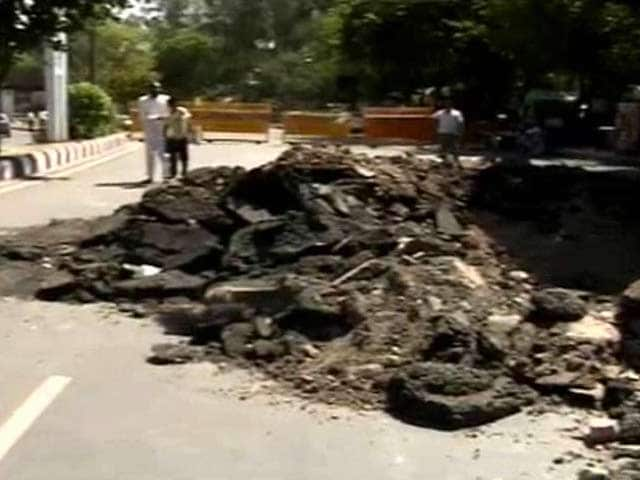 Video : Delhi's Bhairon Road Cave-in Could Take a Few Weeks To Fix, Warn Officials
