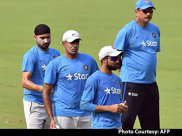 Video : Our Spinners Struggle When There Is Dew: MS Dhoni