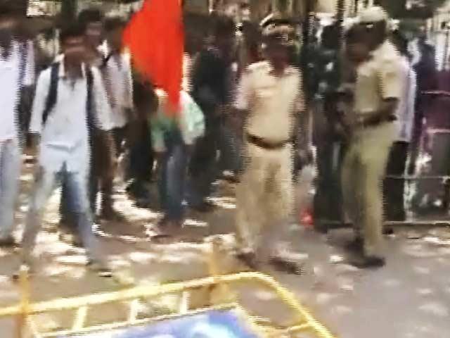 Video : कर्नाटक : पर्चा लीक रोकने के लिए तीन IAS अफ़सरों की टीम