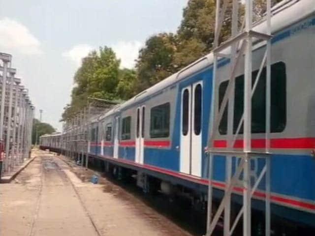 Video : मुंबई को मिली पहली एसी लोकल ट्रेन