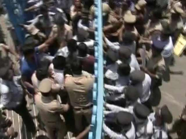 Video : Protests At Hyderabad University Again, Students Break Open Gates