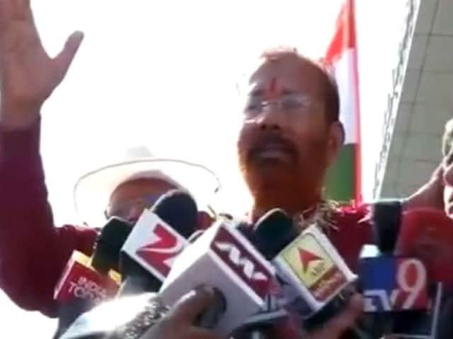 Video : फर्जी मुठभेड़ में आरोपी डीजी वंजारा अहमदाबाद लौटे