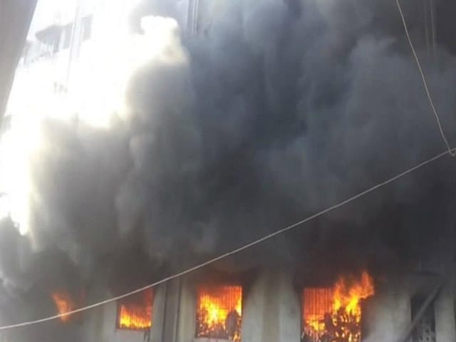 Video : In Mumbai Suburb, 350 Rescued From Building On Fire In 4 Hours