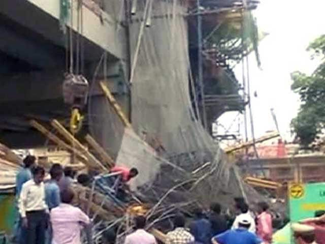 Video : 2 Injured After Part Of Metro Pillar Collapses In Lucknow