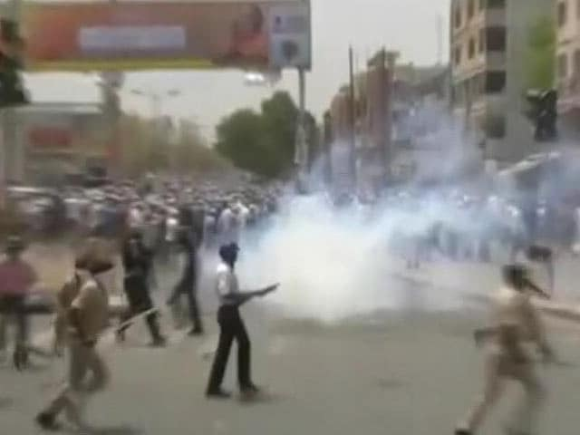 Video : Internet Curbed, Strike Called As Patel Groups, Police Clash In Gujarat
