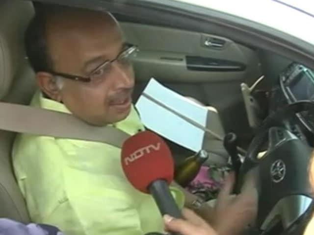 Video : BJP's Vijay Goel Breaks Odd-Even Rule In Protest, Fined