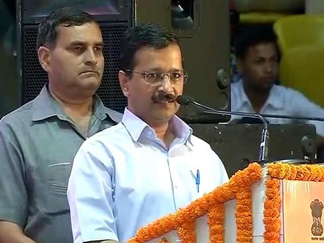 Video : Kejriwal to Babus: 'Don't Mess With Us, We Are Here For 10-15 Years'