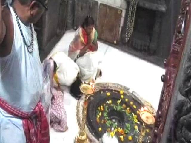 Videos : त्र्यम्बकेश्वर मंदिर में महिलाओं ने की पूजा