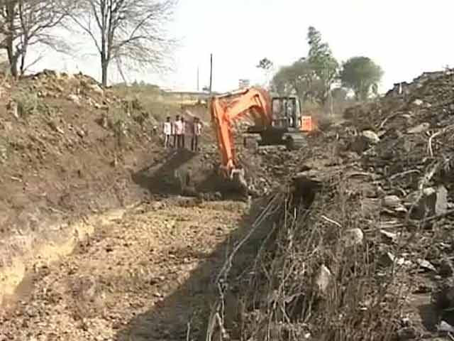 Video : Latur Villages Team-Up To Work Their Way Out Of Long-Term Water Scarcity