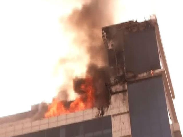 Video : Huge Fire Breaks Out In West Delhi's Pitampura