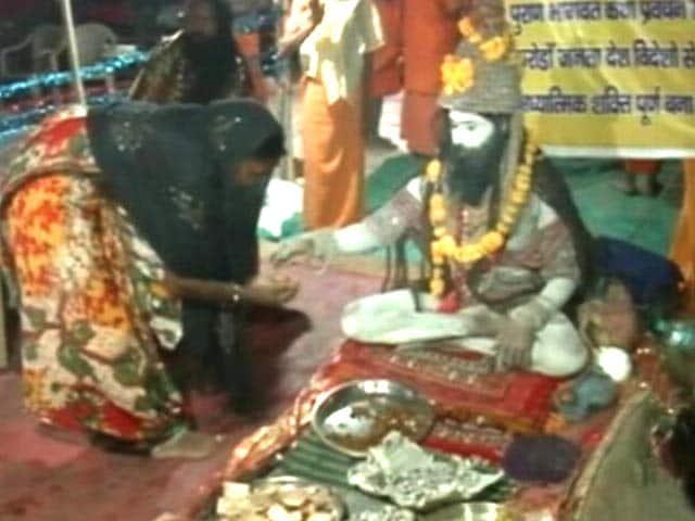 Video : सिंहस्थ महाकुंभ में श्रद्धालुओं का केंद्र बने बाबा