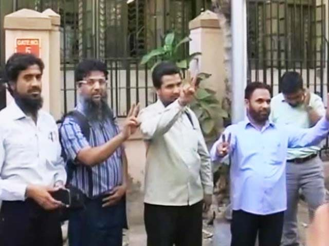 Video : Malegaon Blast: After 5 Years In Jail, Charges Dropped Against 8 Muslim Men