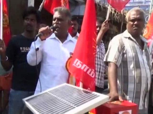 Video : Tamil Nadu's 'Green Candidate' Carries Solar Panel For His Campaigns