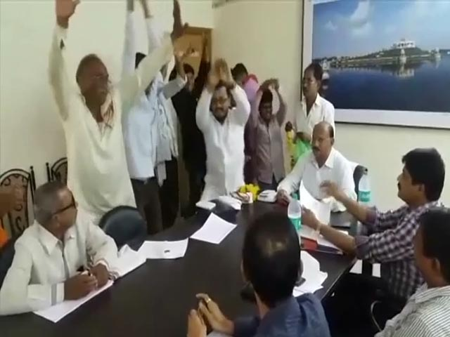 Video : Watch: When Nagging The PWD Didn't Work, They Did A 'Snake Dance'