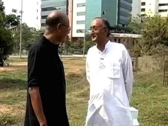Videos : चलते-चलते : अमित मित्रा ने बताया वे कैसे और क्यों राजनीति में आए