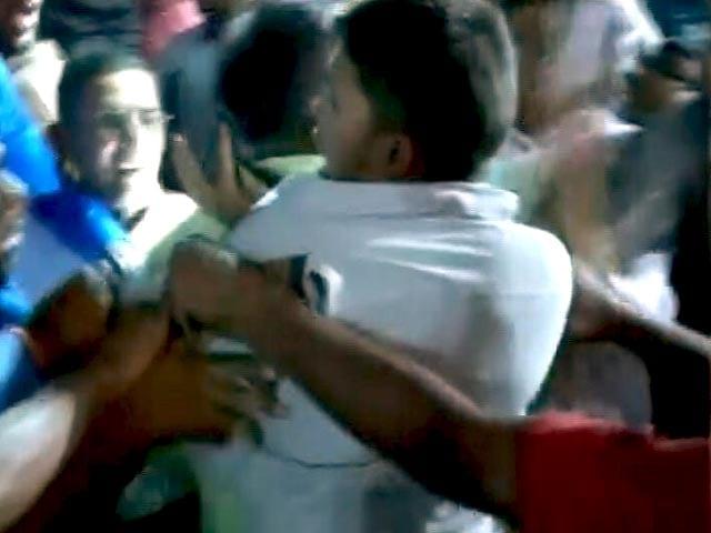 Video : Kanhaiya Kumar Shown Black Flags In Patna, Supporters Turn Violent