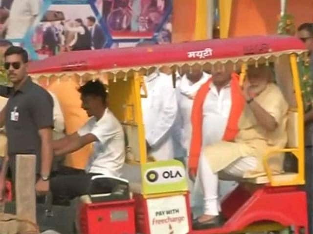 PM Modi On E-Drive In Varanasi. First E-Rickshaw, Then E-Boat.