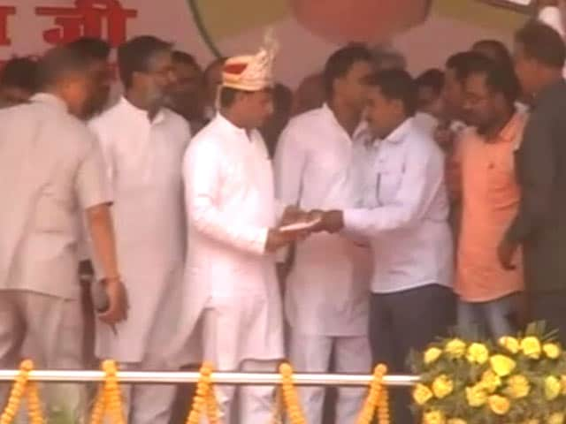 Video : After PM Modi's Visit, A Mock Coronation For Akhilesh Yadav In UP Town