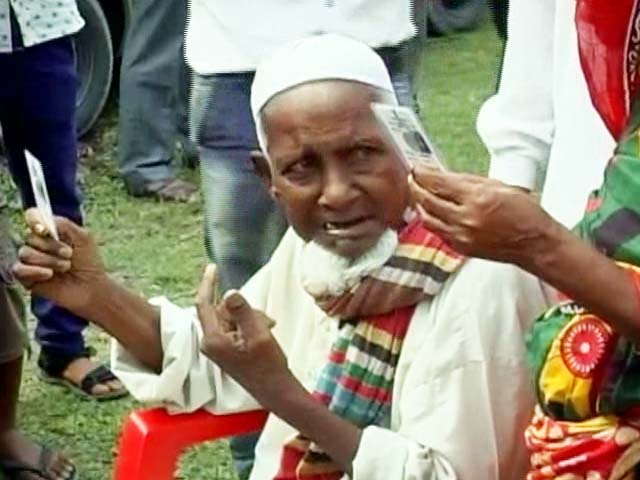 Video : 103 Year Old, His 3 Generations Vote For The First Time In Cooch Behar
