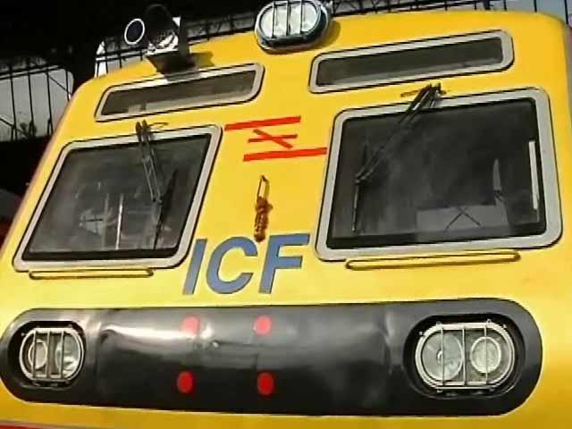 Video : इस गर्मी में भी मुंबई में एसी-लोकल के चलने के आसार नहीं