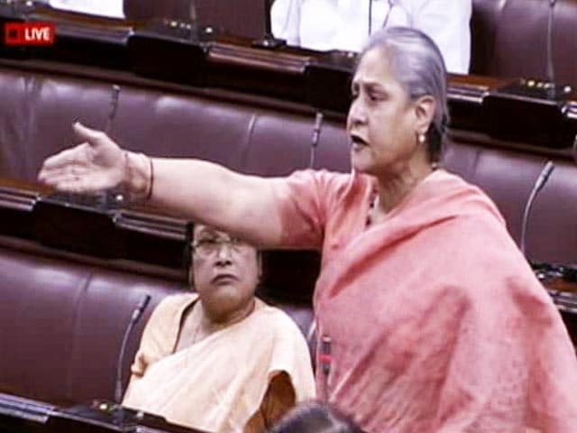 Video : 'Will Wear Purple Jacket' Jaya Bachchan Demands Attention In House
