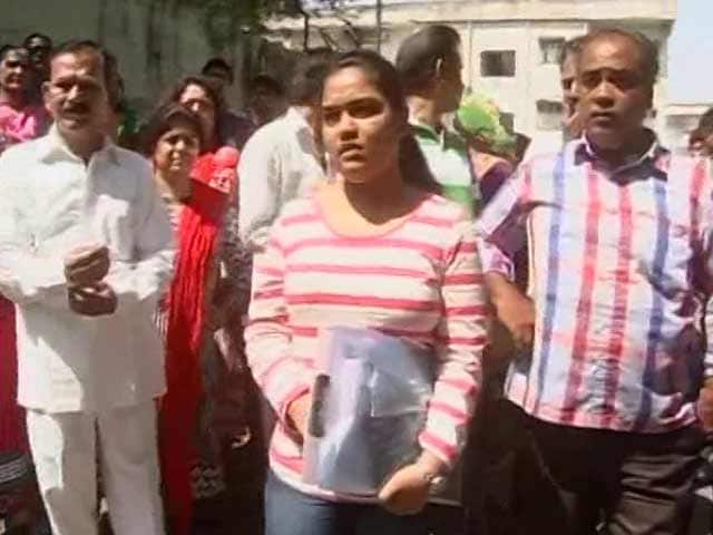 Video : Gujarat Holds Common Entrance Test; To Move Supreme Court On NEET