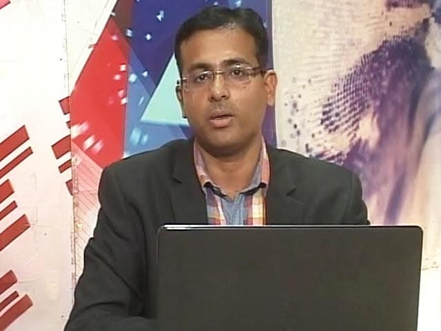 Video : See 10% Upside in Axis Bank: Pradip Hotchandani