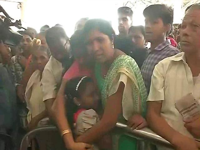 Video : Row Over Libya Evacuation: Sushma Swaraj Tweets Oommen Chandy From Hospital