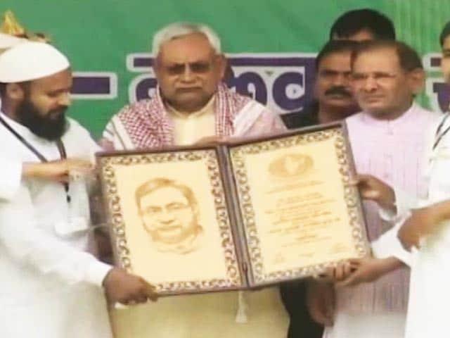 Video : Nitish Kumar Stars As Mahabharat's Arjun In PM Modi's Constituency Today