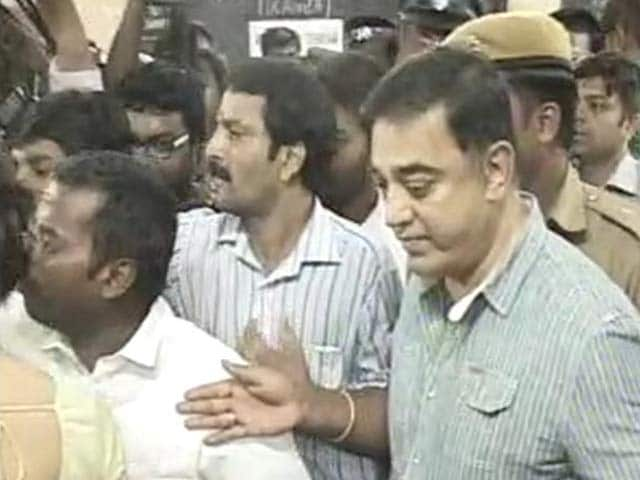 Video : Superstar Kamal Haasan Casts His Vote for Tamil Nadu's Assembly Polls