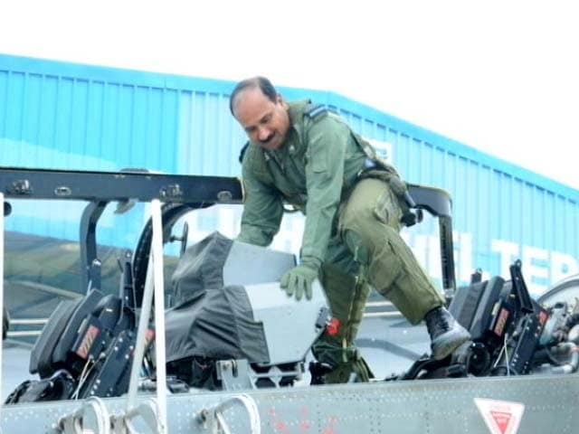 Video : Air Chief Arup Raha's 'Test' Flight In Tejas Fighter Aircraft