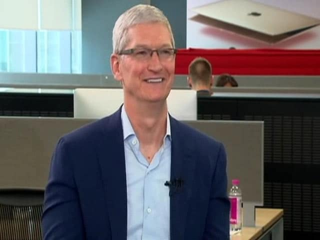 Video : Tim Cook's Question to Siri in India: Traffic, Please Help!