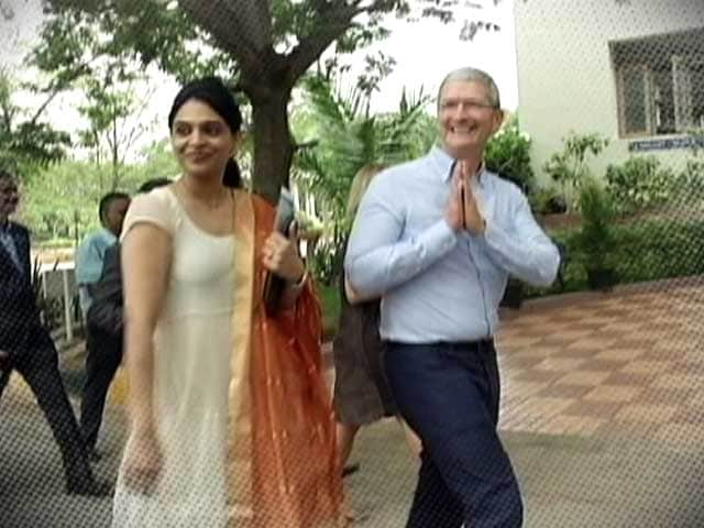 Video : Apple CEO Tours India