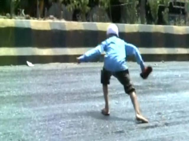 Video : Caught On Camera: A Dangerous, Melting Road In Gujarat