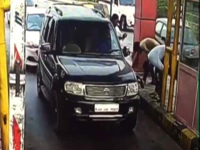 On Camera, Toll Booth Staff 'Punished' By Gangster For Charging Money