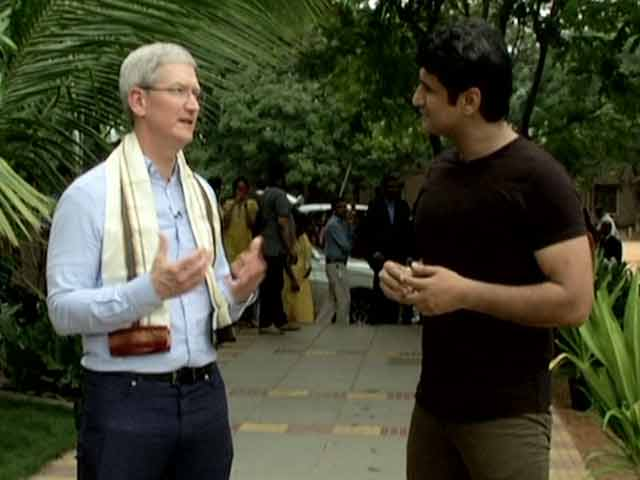 Video : On the Road With Tim Cook