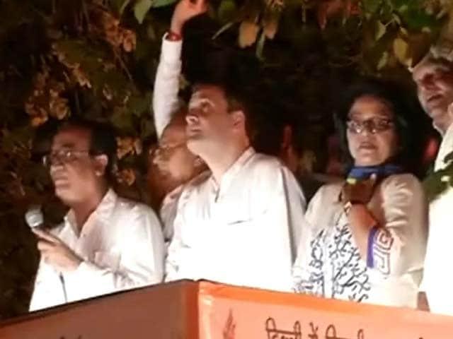 Videos : दिल्ली में बिजली-पानी की समस्या के विरोध में राहुल गांधी का मशाल जुलूस