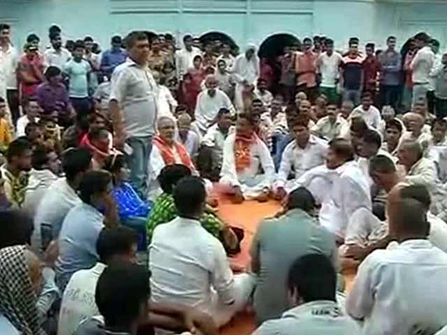 Video : Dadri Defiantly Holds Panchayat On Beef Report, Threats Made Openly