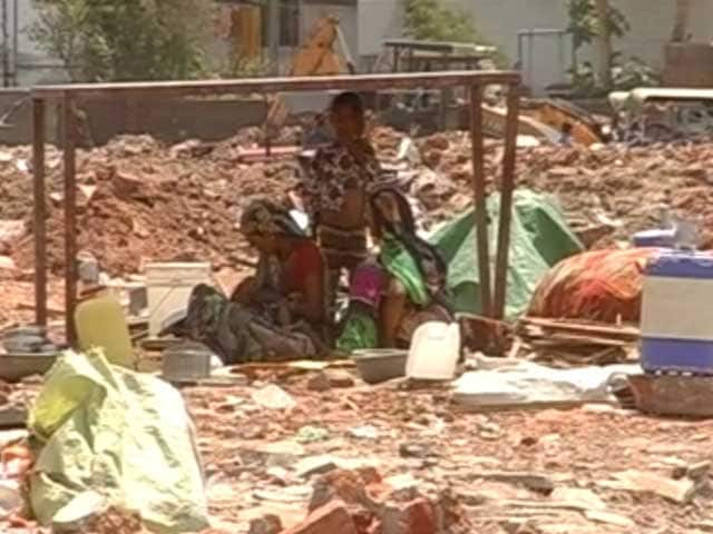 Video : 300 Families Left Homeless In Vadodara After Demolition Drive