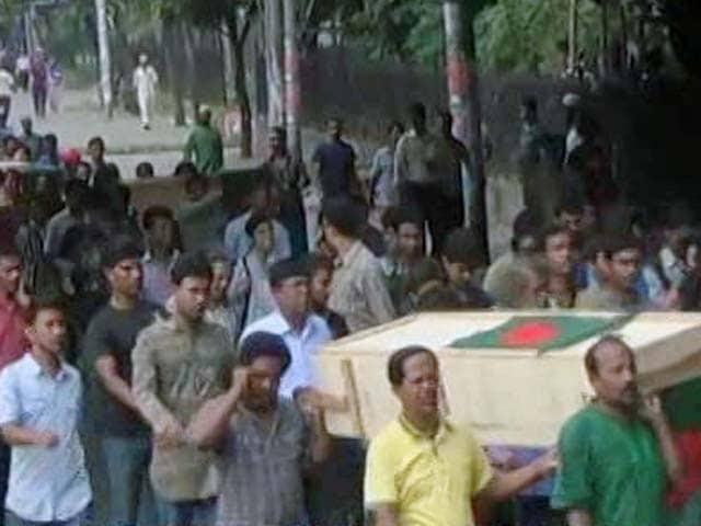 Video : बांग्लादेश में हिंदू आश्रमकर्मी का कत्ल