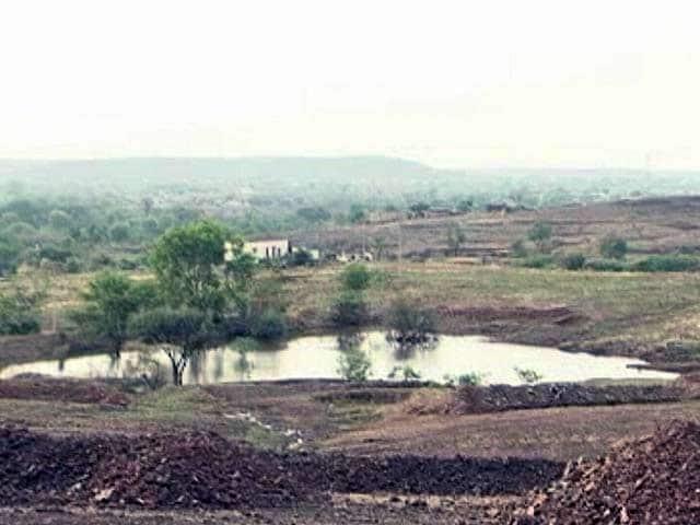 Video : महाराष्ट्र के सतारा में सूखे के ख़िलाफ़ लोगों की लड़ाई