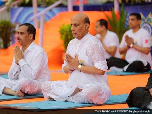 Video : Rajnath Singh Braves Rain to Perform Yoga in Lucknow