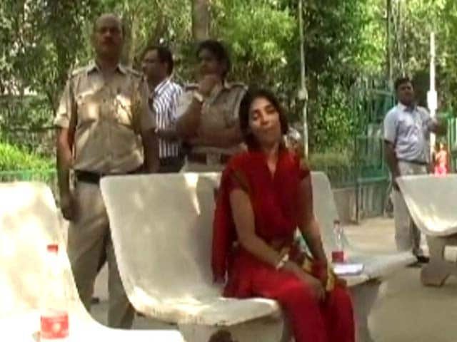 Video : Delhi Police, Family At Loggerheads Over Minor Girl's Death In Delhi