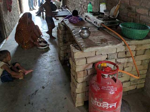 Video : Politics Over Gas Cylinders In Poll-Bound Uttar Pradesh