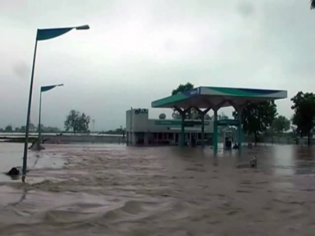 Video : देश के कई हिस्से बारिश और बाढ़ से त्रस्त