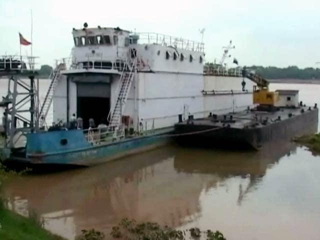 Videos : हल्दिया से वाराणसी पहुंचे जलपोत को कछुओं ने रोका!
