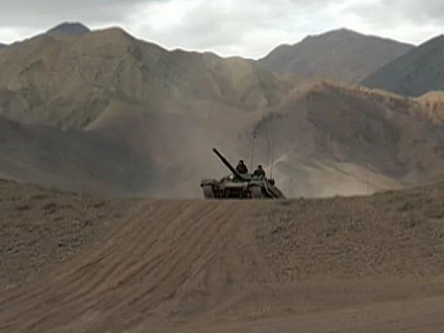 Videos : पूर्वी लद्दाख में दशकों बाद चीन बॉर्डर के पास भारत ने तैनात किए 100 टैंक