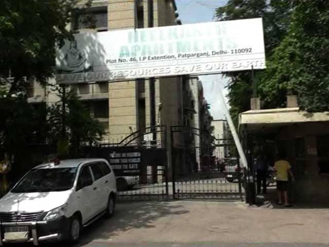Video : Daughter, Wife Of Bureaucrat Arrested By CBI Kill Themselves In Delhi